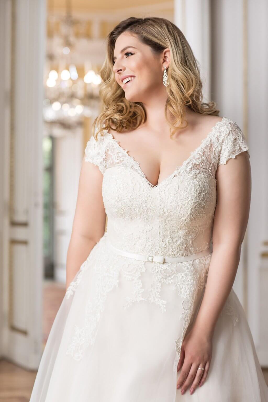 Plus Size Brautkleid mit Oberteil aus Spitze