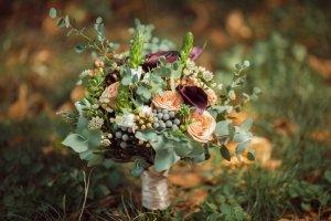 Herbstlicher Hochzeitsstrauß Orange-Lila-Grün