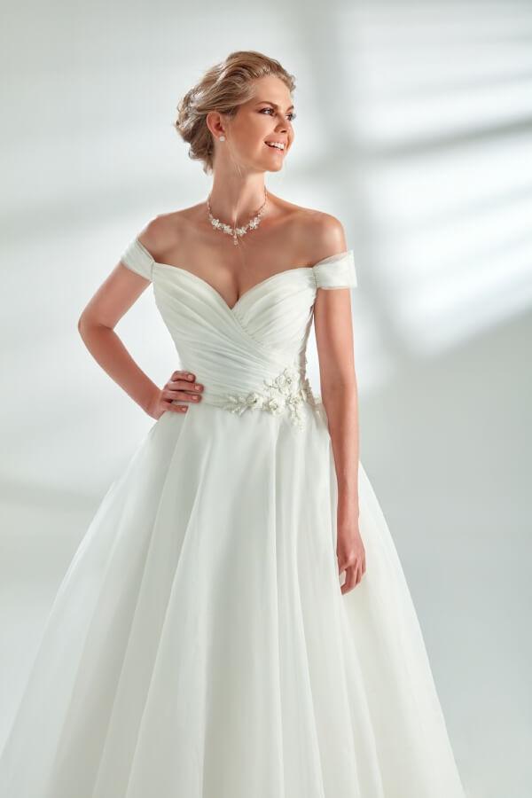 Brautkleid A-Linie mit Silberverzierung an der Taille