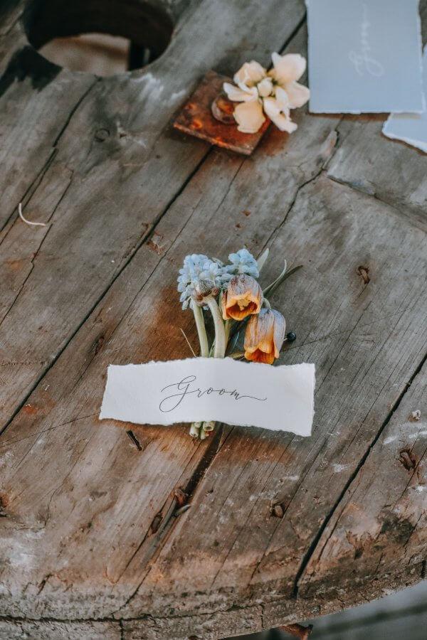 Hochzeitsdekoration in orange-braun