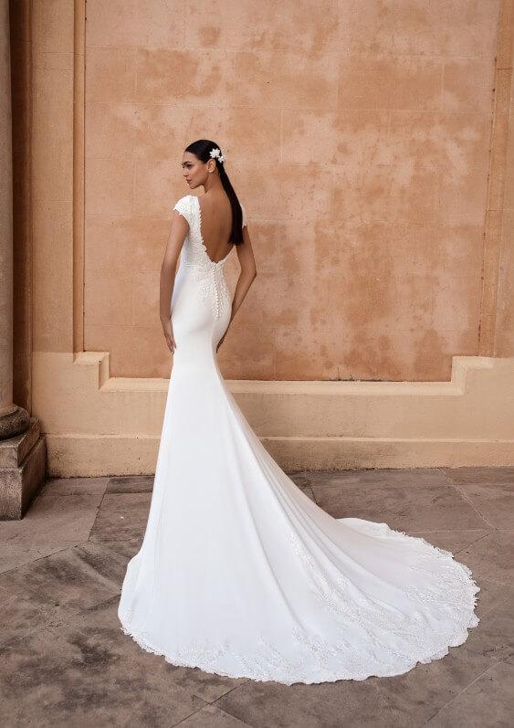 Schlichtes Brautkleid Rückenansicht